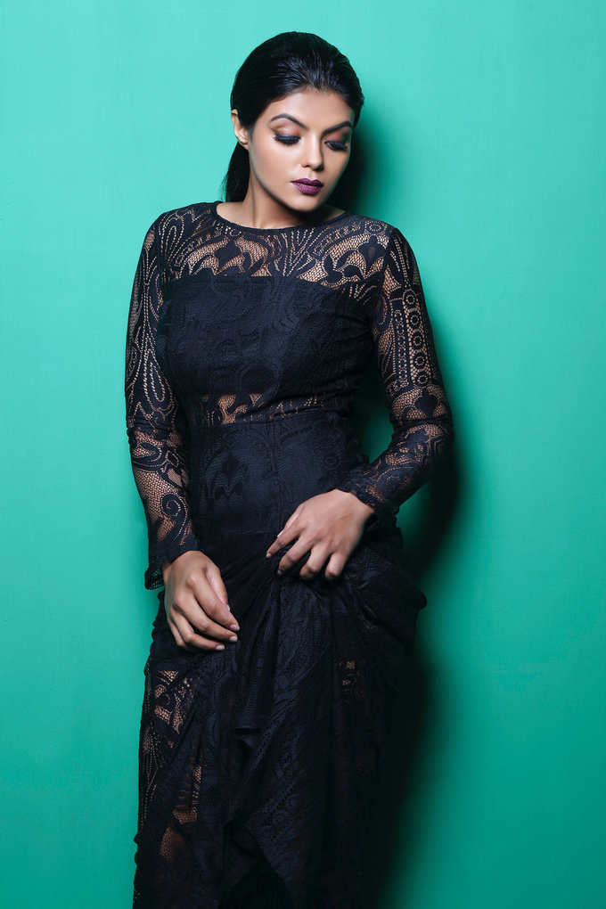 Beautiful Tamil Actress Tejashree Photo shoot In Black Dress