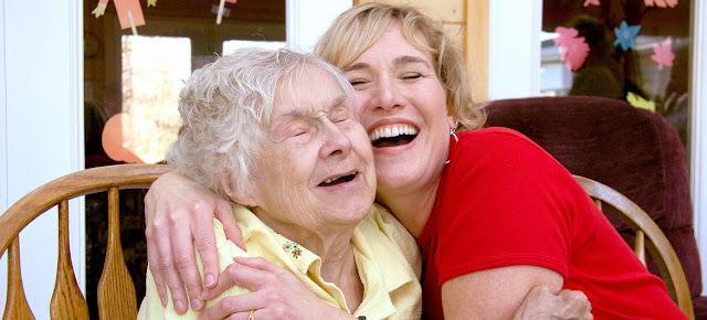 La demencia es una de las principales causas de discapacidad y dependencia entre la gente mayor en todo el mundo.OMS/Cathy Greenblat