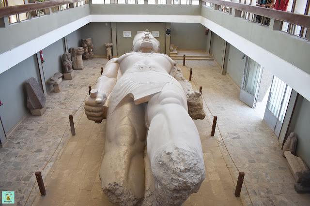 Estatua de Ramsés II en el Museo de Menfis