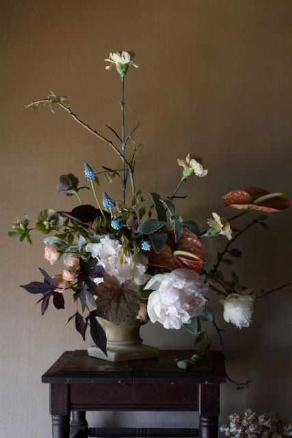 Gorgeous and dramatic fall floral arrangement on Hello Lovely