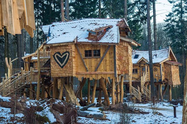Domek drewniany – miejsce zabaw dla dziecka
