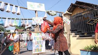 Gerakan Tangan Diatas, Cara Warga Berbagi Ditengah Pandemi Corona