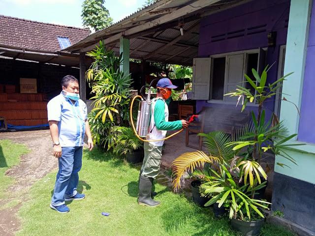 PKB Kota Blitar Semprot Disinfektan ke Rumah Penduduk Untuk Memutus Rantai Covid-19
