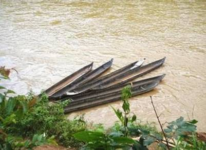 Bến thuyền độc mộc làng Kon Ktu