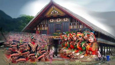 Di beberapa wilayah tertentu di Indonesia, seperti Aceh eksistensi Hukum Adat identik dengan hukum agama sehingga menjalankan Hukum Adat orang sekaligus merasa berbudaya.