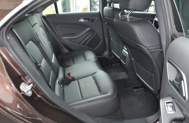Thiết kế băng sau của Mercedes CLA 200 2017 rộng rãi và thoải mái