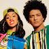 No remix de 'Finesse', Bruno Mars e Cardi B recriam abertura de comédia dos anos 90