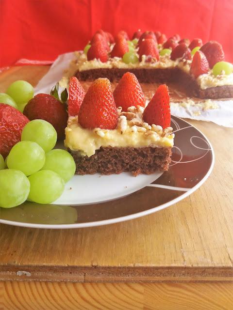 Ciasto z kremem migdałowym i truskawkami / Strawberry Almond Cream Cake