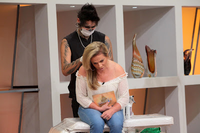 Christina Rocha_fazendo a Tatuagem_Foto Lourival Ribeiro/SBT