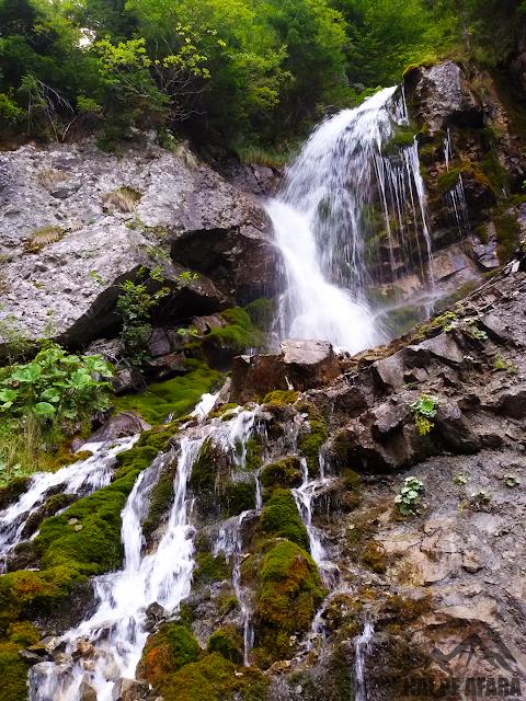 Cascada Valea Spumoasă în întregime