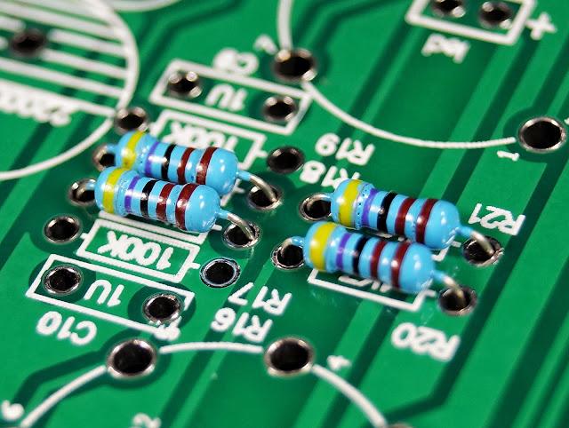 Отверстия печатной платы гибридного усилителя на лампе 6J1 (6Ж1П).  (микросхема LM1875T)