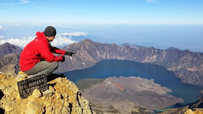 About Us - Climbing Mount Rinjani