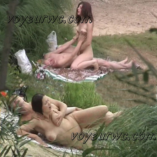 BeachHunters Sex 18622-18718 (Hot Nudist Couples spy cam at the beach)