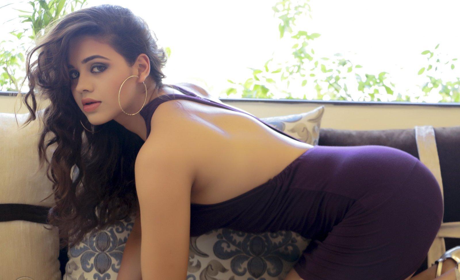 Parina Mirza hot back, Parina Mirza sexy back, Parina Mirza hot pics
