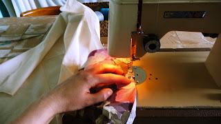 szycie na maszynie do szycia nowej tapicerki