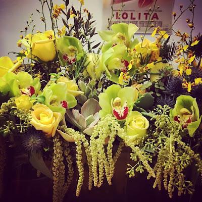 PLL bts episode 7x15 Sasha Pieterse gives flower bouquet present to director Troian Bellisario