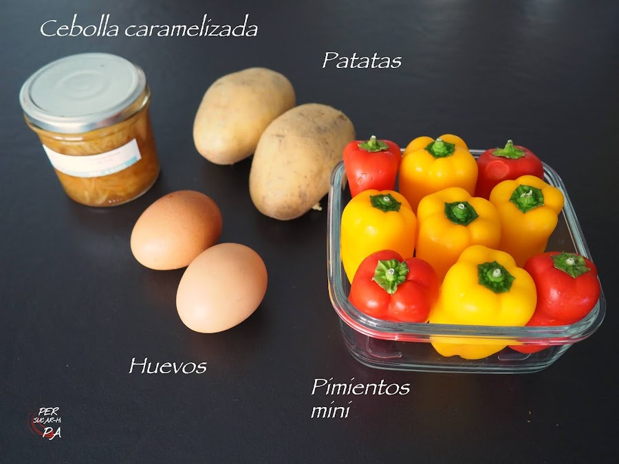 Pimientos mini rellenos de tortilla de patata y cebolla caramelizada
