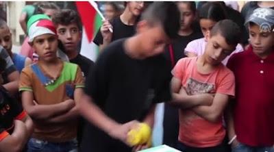 Balas Jasa, Anak-anak Palestina Patungan Bantu Celtic FC Bayar Denda UEFA.jpg