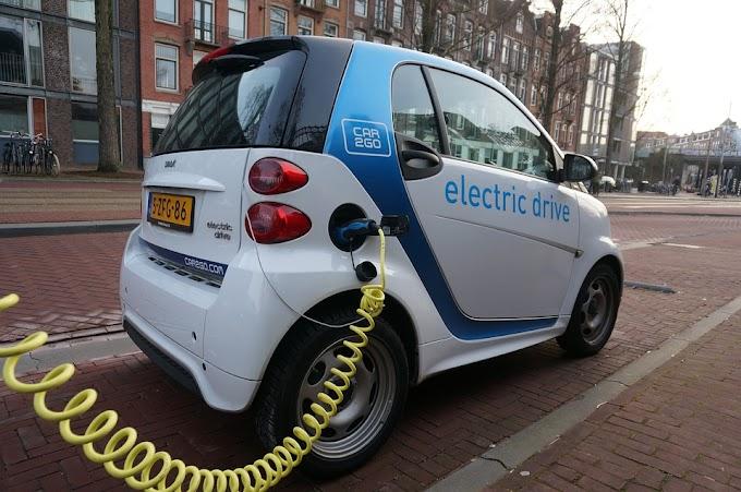كيف تعمل السيارة الكهربائية ؟