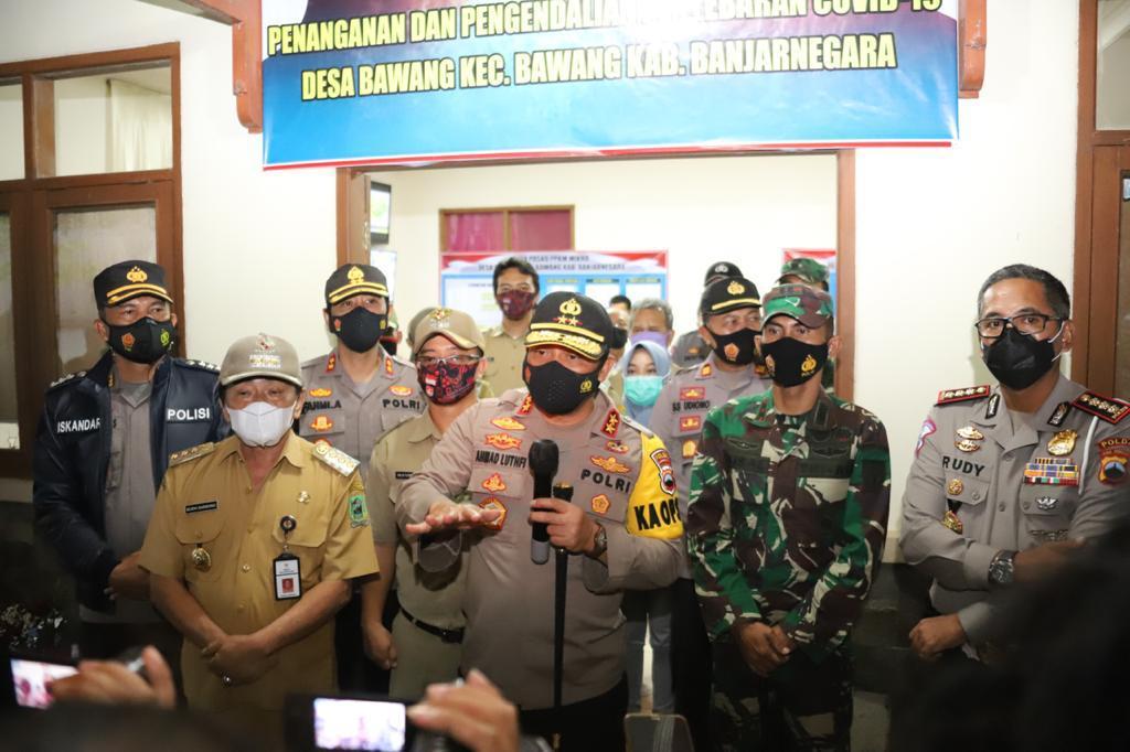 Kapolda Jateng Kunjungi Desa Bawang Banjarnegara, Cek Posko PPKM Mikro