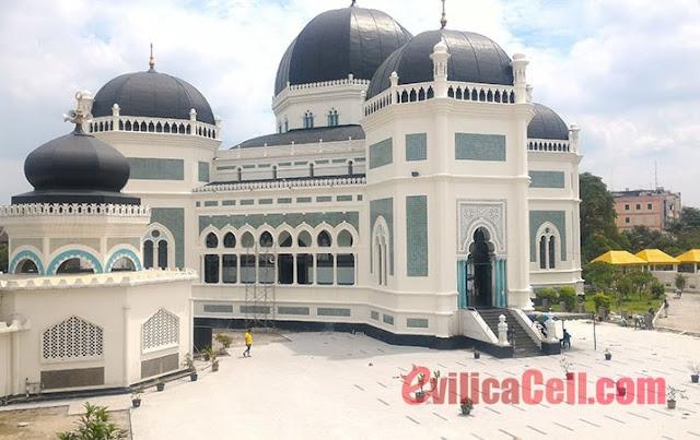 Masjid Raya Al Mashun di Medan