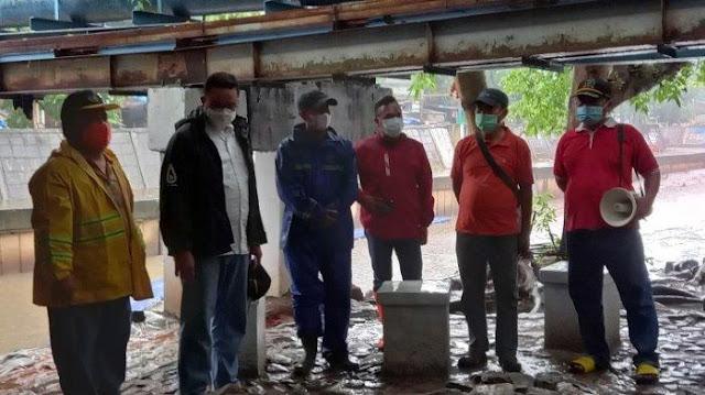 Anies Baswedan Tinjau Kolong Jembatan yang Disidak Risma, Ini Komentarnya