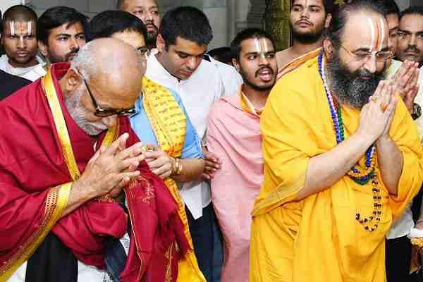 morari-bapu-reached-sri-sidhadata-ashram-faridabad-news-hindi