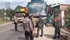 Batas Jambi-Pelembang Petugas Lakukan Rapid tes Penumpang Bus Yang melintas