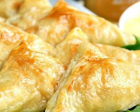 Honey Mustard Chicken Pockets with Creamy Honey Mustard Dip #appetizers #snack
