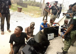 Update: APC Thugs caugut with Plasma TV sets stolen from the house of Ex Bayelsa State Governor, Seriake Dickson (Photos)