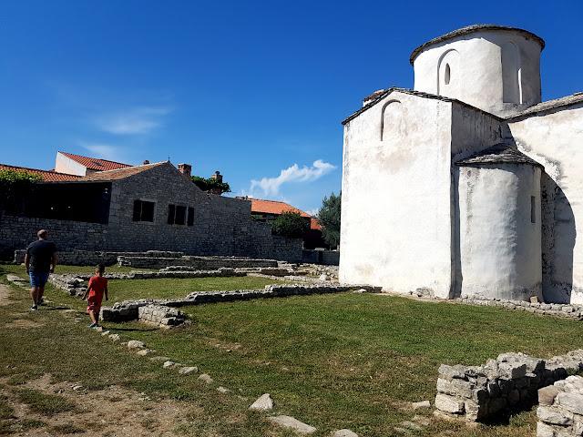 Chorwacja z dzieckiem - Chorwacja 2018 - Zadar - morskie organy - Nin - Kościół Świętego Krzyża - lecznicze błota Nin - Ninska Laguna - piaszczysta plaża w Chorwacji