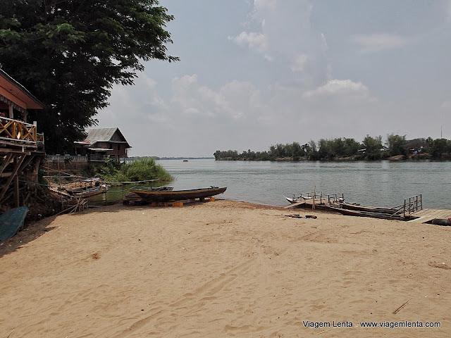 A praia de chegada na ilha, o dia seguinte