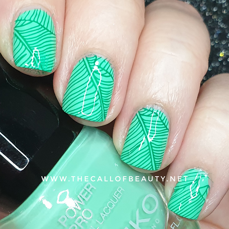 Nail Art of The Day: Green Leaf