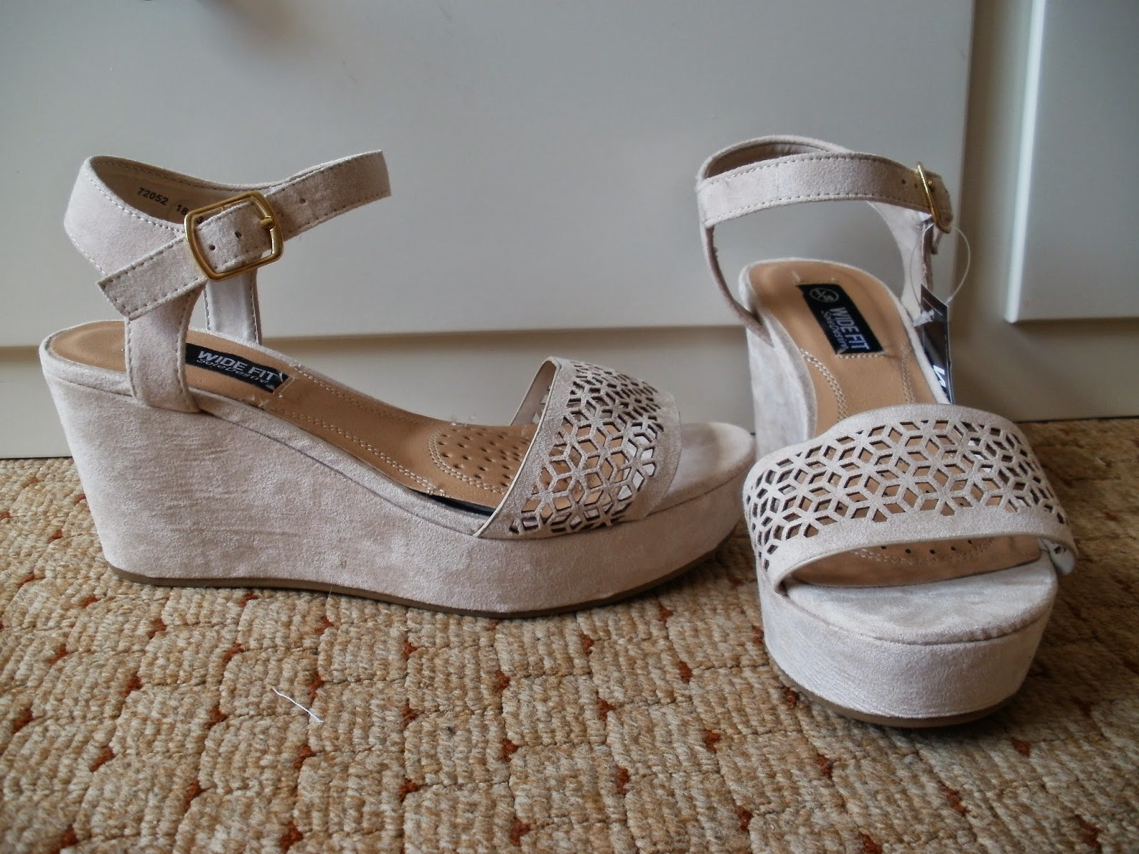 daf2c23937f Porcelain Eleanor: Shoes on a Shoestring #6 Primark Laser Cut Low Wedge