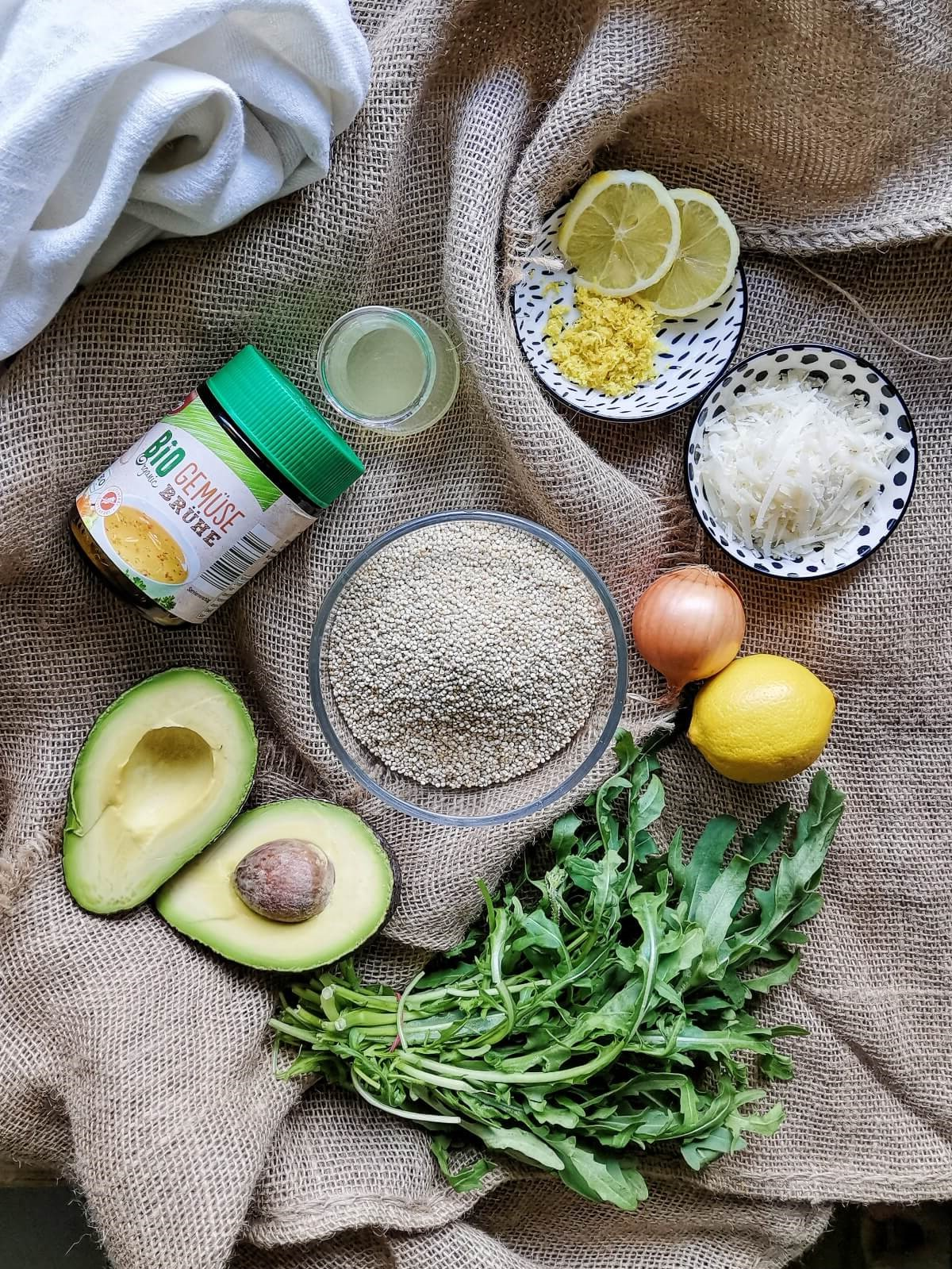 Quinoa, Zitrone, Avocado und Thunfisch - nur wenige Zutaten für das frische Quinotto