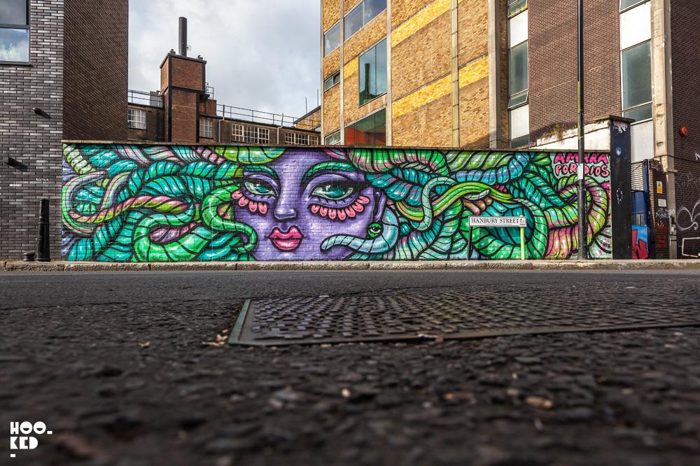 Street artist Amara Por Dios Star Yard Mural in London,UK. Photo ©Hookedblog / Mark Rigney