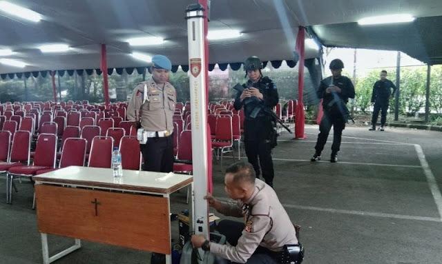 Pengamanan Hari Natal, Polrestabes Bandung dan Tim Penjinak Bom Lakukan Strelisasi Sejumlah Gereja