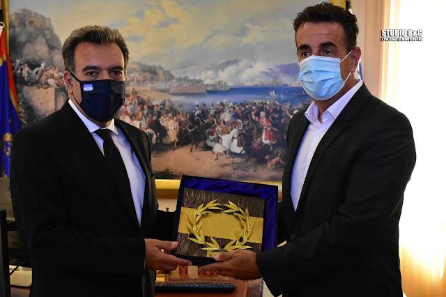 Συνάντηση με τον Δήμαρχο Ναυπλιέων είχε ο Υφυπουργός Τουρισμού - Το θέμα των ακινήτων του Δημοσίου έθεσε ο Κωστούρος