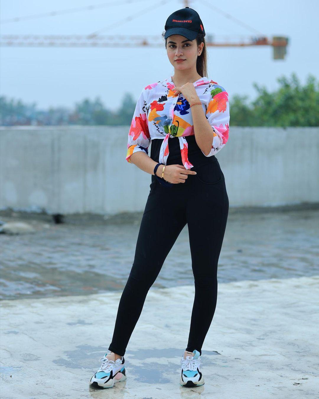 Instagram Model Piyanka Mongia Photos HD Images free download