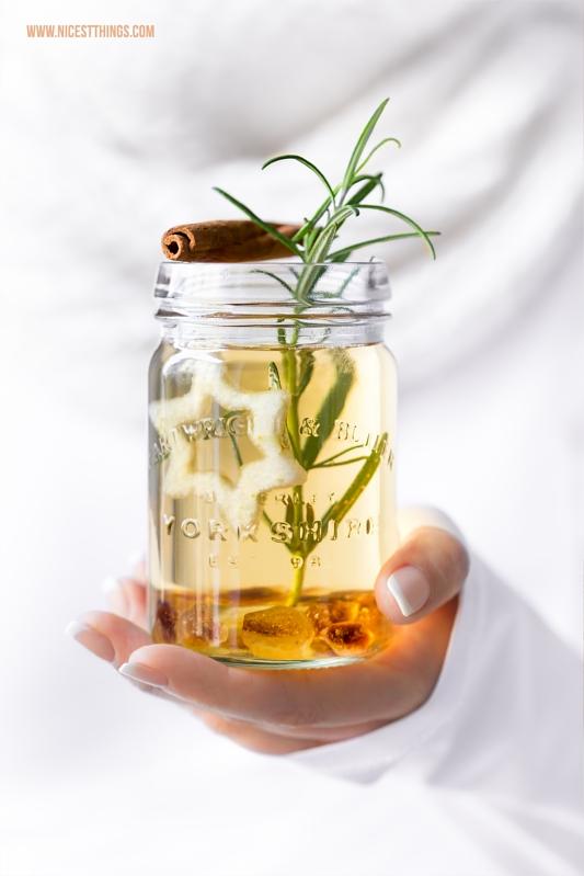 Punsch Rezept mit Birne, Amaretto, weissem Tee, Zimt und Kandis
