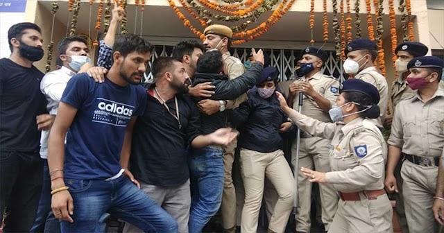 पूरे हिमाचल के NSUI कार्यकर्ता पहुंचे राजधानी, यूनिवर्सिटी में पुलिस से धक्का-मुक्की, VC दफ्तर पर उपद्रव