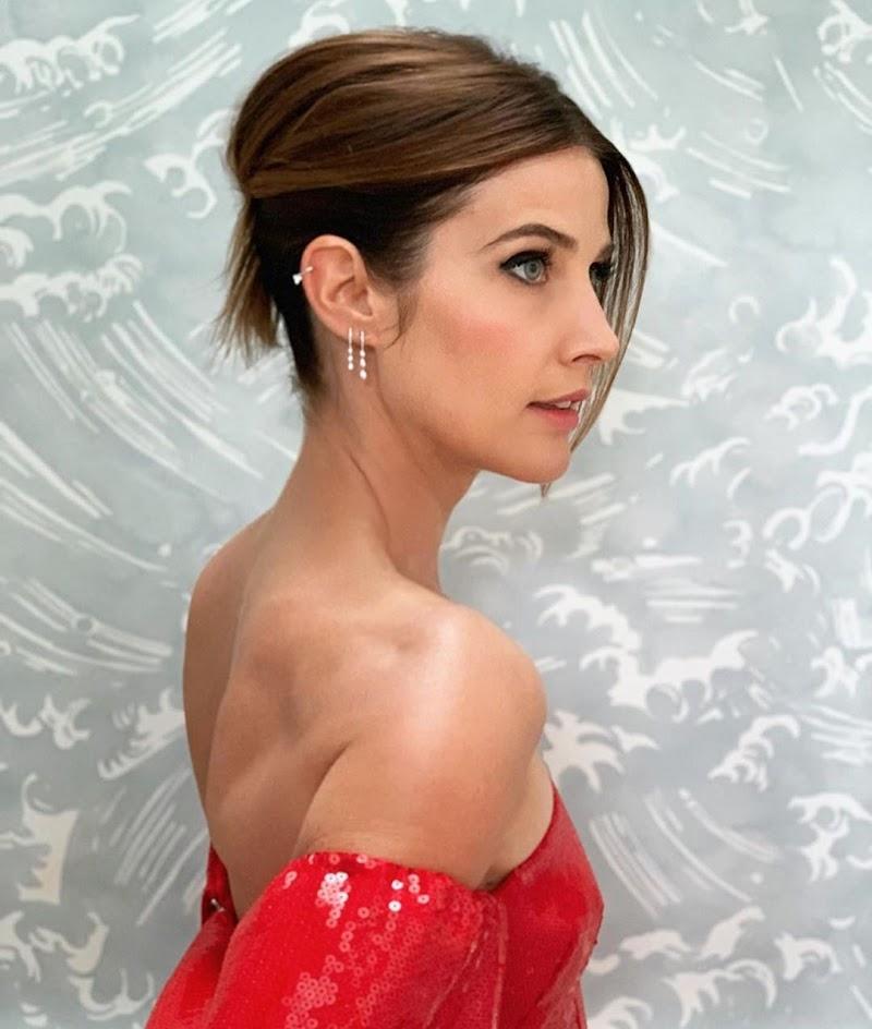 Cobie Smulders Social Media Clicks