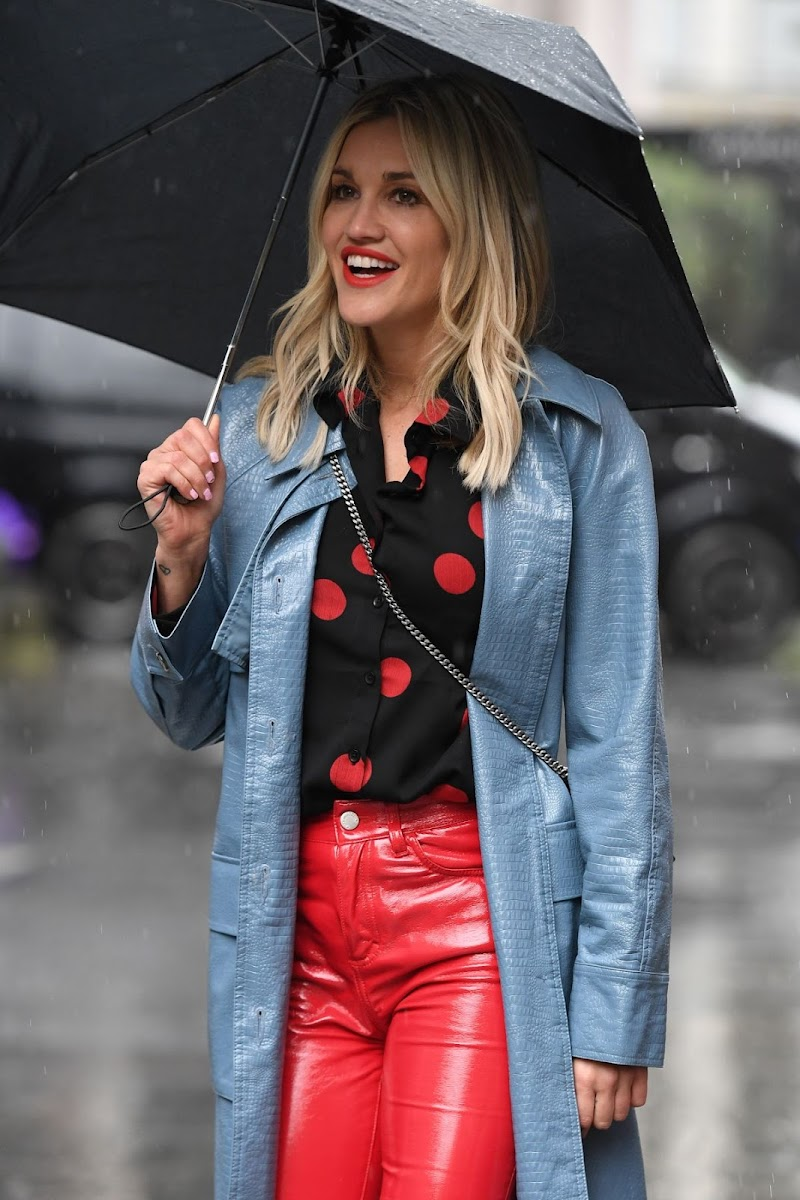 Ashley Roberts Spotted on a Rainy Day Outside in London 28 Apr-2020