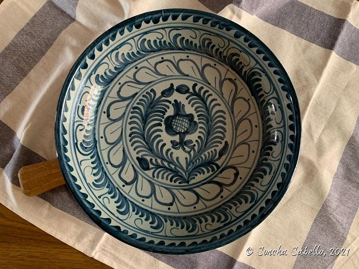 fuente-cerámica-granadina-pintada-mano-dbm