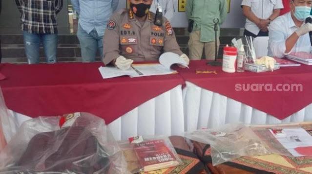 "Polisi Sita Buku Tan Malaka dari Pendemo: ""Baca Buku Bukanlah Kejahatan"""