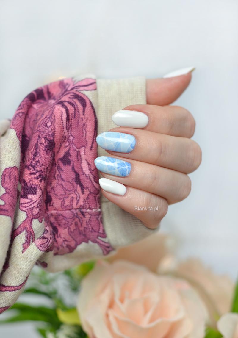 semilac strong white, niebieskie zdobienie paznokci