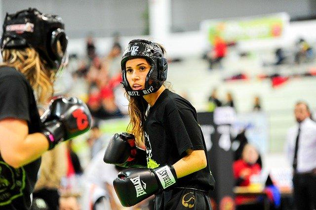Frauen beim Kickboxen