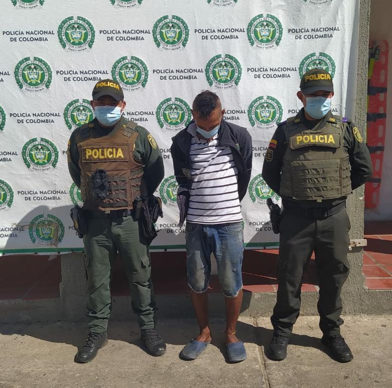 https://www.notasrosas.com/Policía Guajira captura ciudadano por Hurto en Maicao