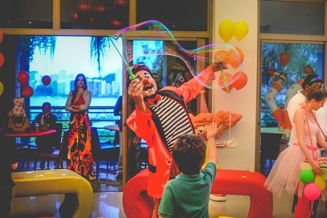 Recepção com artista circense em festa de aniversario de um ano