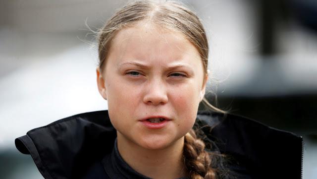 Una compañía petrolera canadiense se disculpa por repartir pegatinas sexualmente explicitas de Greta Thunberg